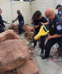 Ponad 700kg marihuany ukryte w sztucznych kamieniach, haszysz.info