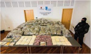 Ponad 700 kilo: spedytorzy szmuglowali zioło w firmowych samochodach, haszysz.info